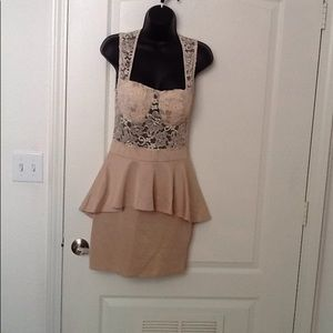 🌹 Dress Bebe size M beige